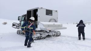 """ÇEDAŞ'ın """"enerji timleri"""" dondurucu soğuklarda kesintisiz enerji için çalışıyor"""