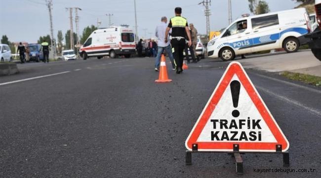 Kayseri'de kamyonet ile otomobil çarpıştı: 1 ölü, 2 yaralı