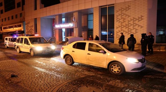 Kayseri'de otomobille polisten kaçmaya çalışan ehliyetsiz sürücü ile 3 kişi kovalamaca sonucu yakalandı