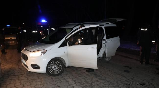 Kayseri'de polisten kaçan şüpheli yakalanınca taşıdığı uyuşturucu maddeleri yuttu