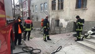 Kayseri'de 3 katlı apartmanın bodrum katında çıkan hasara neden oldu