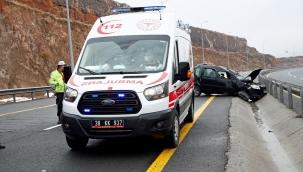 Kayseri'de devrilen otomobildeki 4 kişi yaralandı