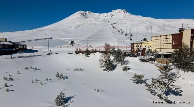Erciyes'te kar keyfi devam ediyor