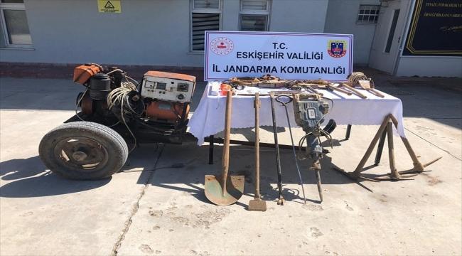 Eskişehir'de izinsiz kazı yaptıkları iddiasıyla 1'i İran uyruklu 8 zanlı yakalandı