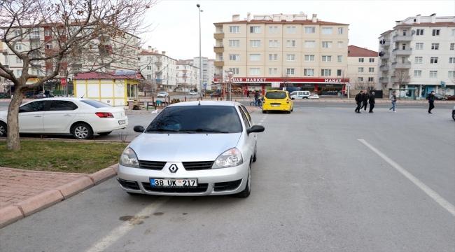 Kayseri'de atık kağıt toplayan çocuk otomobilin çarpması sonucu yaralandı