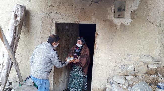 Ulaş Kaymakamlığı ihtiyaç sahibi 62 aileye günlük sıcak yemek dağıtıyor