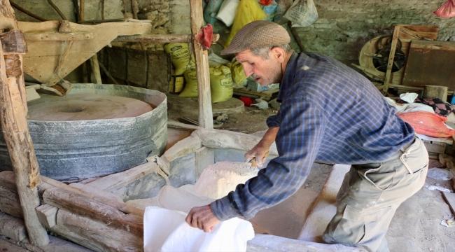 Bahattin usta, 66 yıldır işlettiği üç asırlık taş değirmenin kendisinden sonra da korunmasını istiyor