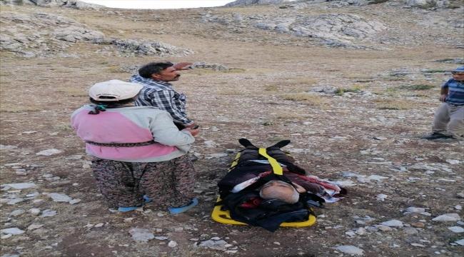 Karaman'da kayalıklardan düşen çoban helikopterle kurtarıldı