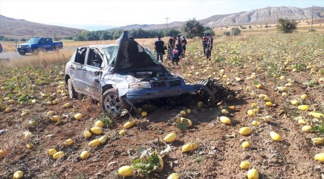 Sivas'ta otomobilin devrilmesi sonucu 4 kişi yaralandı